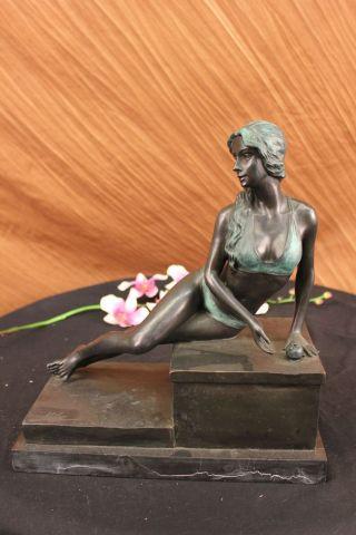 Bronzeskulptur Signiert Milo Swim Frau Mit Apfel Kunst Figur Deko Bild