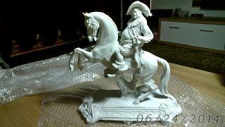 Porzellan Musketier Figur,  Statuetten,  Pferd,  H:30 Cm.  B: 30 Cm. Bild