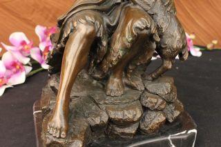 Unterzeichnet Valli Jesus Christus Auf Einem Felsen Bronze Skulptur Bild