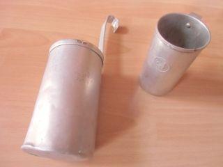 2 Alte Messbecher Alu 0,  5 L Dr 51 Und 1/4 L Dr 54 Bild