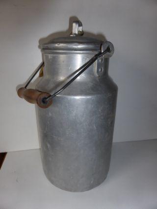 Rarität Alte Milchkanne,  Alu,  3  Liter,  Holzgriff, Bild