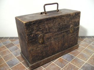 Antiker Holzkoffer Werkzeugkoffer Bild