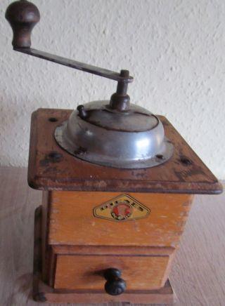 Alte Kaffemühle,  Antik,  70 J,  Handkurbel Bild