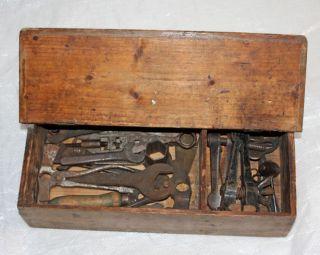 21 - Tlg.  Alte Antike Werkzeugkiste Werkzeugkasten Holz Voll Mit Werkzeug 2wk ? Bild