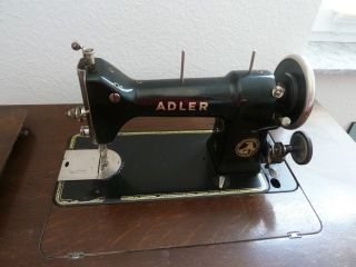 Alte Adler Nähmaschine - Mit Tisch - Klasse 86 Bild