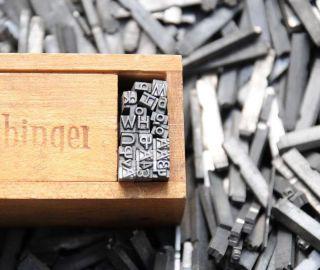 Buchstabensalat Aus Bleilettern Grotesk 10p 4 Mm Bleischrift Lettern Buchstaben Bild