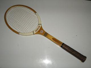 Alter Tennisschläger Mit Holzrahmen,  Gut,  Dekorativ Bild