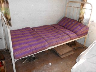 Bett Stahlbett Krankenhausbett Kinderbett Lazarett Gitterbett Militärbett Bild