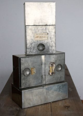 Antike Metallkiste,  Antiker Schubladeneinsatz,  Altes Apothekerzubehör Bild