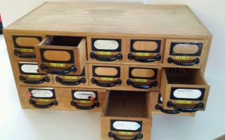 Schubladenschrank,  Schubladenregal,  Holzschubladen,  Apothekerschubladen Bild