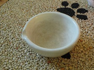Großer Mörser Mit Ausgießer Aus Keramik Oder Porzellan Bild