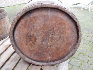 Holzeimer Vom Bauernhof Käserei Weinbau Alt Antik - Als Blumenübertopf O.  Deko Bild