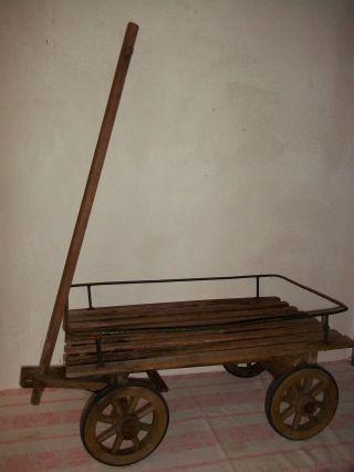 Kleiner Alter Transportwagen - Handwagen - Tafelwagen - Holzspeichenräder Bild