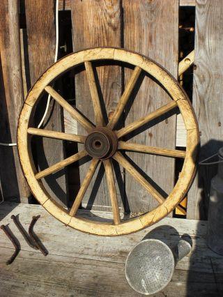 Altes Rad Wagenrad Holzrad Eisenbeschlag Eisenreifen Bild
