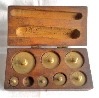 Alte Antike 7 Stck.  Gewichte Messinggewichte Für Waage 20dkg - 5g Im Holzkasten Bild