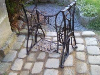 Schönes Nähmaschinengestell Nähmaschine Gartentisch Tisch Gestell Gusseisen (77) Bild