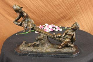 Bronze Statue Kolonialzeit Kinder Spiel Auf Wippe Skulptur Figur Kunst Bild