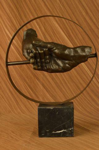 Salvador Dali Große Skulptur Zeigt Zwei Händeschütteln Bronze Figur Statue Bild