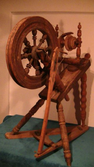 Sehr Altes Spinnrad,  Handarbeit Mit Holz Keilen,  Antik Bild