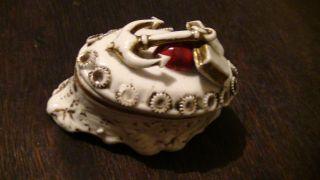 Schöne,  Alte Porzellan Dose,  Pillendose,  Buch (bibel ?),  Anker,  Herz,  Antik Bild