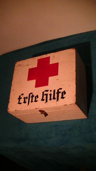 Alter Rot Kreuz Kasten,  Erste Hilfe Kiste,  Altes,  Antik Bild