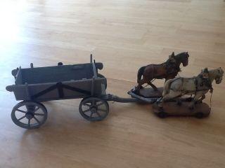 Holzspielzeug Pferde Mit Anhänger Sehr Alt Bild