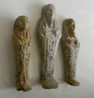 Grabbeilage: Drei Altägyptische Uschebtis Mit Hieroglyphen. Bild