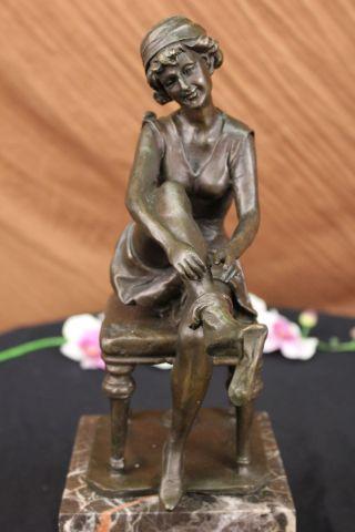 Unterzeichnet Godard Dekorative Art Déco Stil Maiden Auf Einem Stuhl Bronze Bild