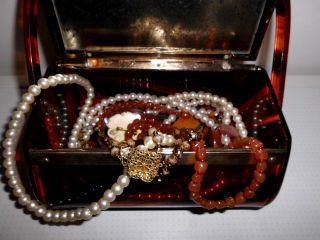 Schmuckschatulle Mit Schmuck - Alt - Perlenketten - Schmuck Bild
