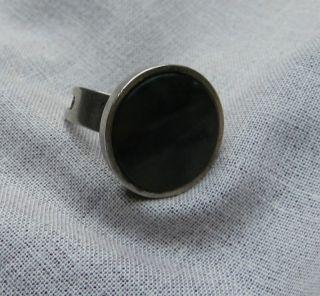 Alter Silberner Ring Mit Dunkelgrünem Stein Silber Gestempelt 835 Bild