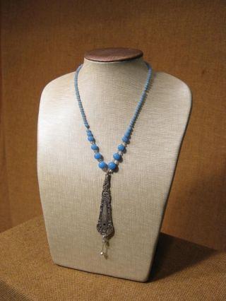 Alter Ausgefallener Anhänger Mit Steinen & Kette /blaue Perlen Bild
