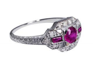 Wunderbarer Art - Deco Ring Mit Rubinen Und Diamanten Bild
