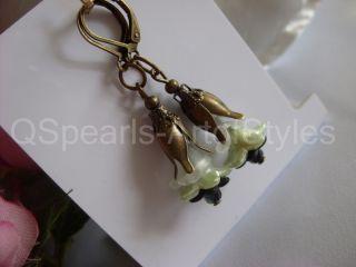 Design Ohrringe Aus Kristall BlÜten Perlen GrÜn Antik & Bronze Unikat - Qspearls Bild