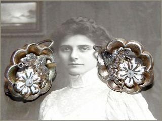 Bezaubernde Biedermeier Weiß Emaille Blumen Ohrringe Silber Gold Ohrhänger Perle Bild