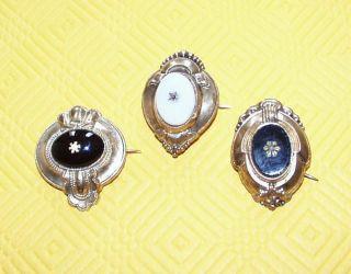 3 Alte Broschen,  Goldfarben,  Steine,  Anhänger,  Antik,  Biedermeier,  Schaumgold Bild