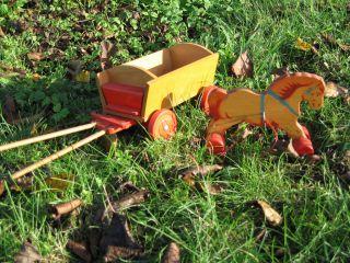 Holzspielzeug / Holzpferd Mit Wagen / Karren / Anhänger 42 Jahre Alt Bild