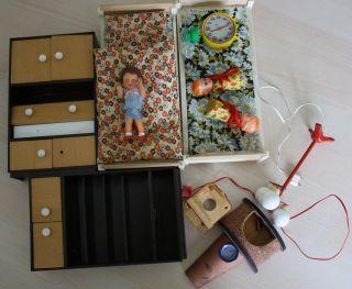 Möbel Und Lampe,  Kamin,  3 Puppen Für Puppenstube - Echte Mini Glühbirnen Bild