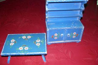 Küchenschrank U.  Tisch Von 1953 Für Puppenküche,  Bespielt Bild