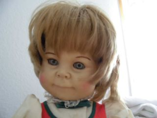 50 Jahre Alte Puppe Aus Italien Im Originalkleid Bild