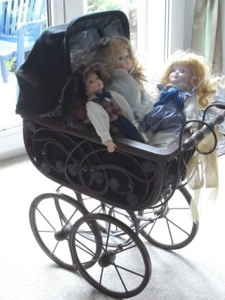 Nostalgischer Puppenwagen Inkl.  3 Niedlichen Puppen Bild