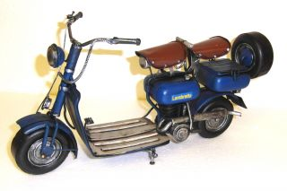 25 0000 21: Schönes Blechmodell Eines Lambretta Motorrollers.  Top Deko Modell Bild