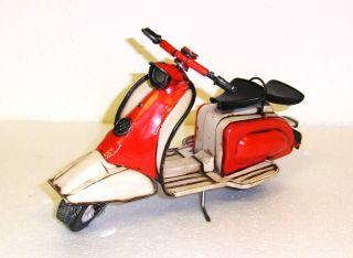 25 0000 23: Schönes Blechmodell Eines Lamrbetta Motorrollers.  Top Deko Modell Bild