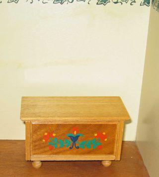 Truhe Holz Möbel Puppenstube Puppenhaus Bauernmöbel Puppenstubenmöbel Bild