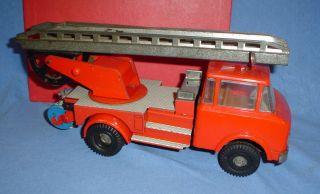 Um 1968 - Ddr Feuerwehr - Schwungrad Intakt - Herstellerlogo M - Ca.  25 Cm Bild