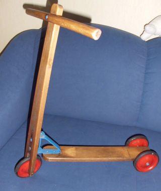 Alter Holzroller Von 1959 Mit 3 Rädern F.  Ausstellung,  Museum,  Teddy Und Puppe Bild