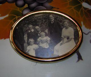 100 Jahre Altes Familienfoto Im Messingrahmen Für Puppenstube Bild