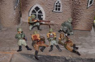 6 Elastolin Und Lineol - Soldaten,  An Der Front.  Vor 1945 Angefertigt. Bild