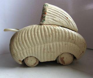 Alter Kleiner Puppenstubenwagen Holz Mit Puppe Und Bettchen Bild