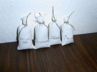 4 Kleine Säcke Für Kaufläden Etc Mehl,  Hafer,  Weizen,  Kaffee Ca.  8cm Hoch Bild