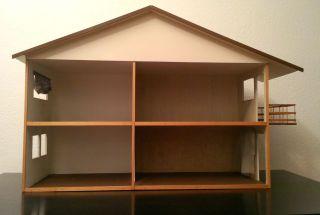 Puppenstube / Puppenhaus Mit 4 Räumen Und Balkon Bild
